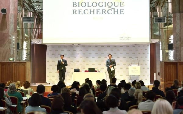 Zdjęcia zkonferencji wParyżu